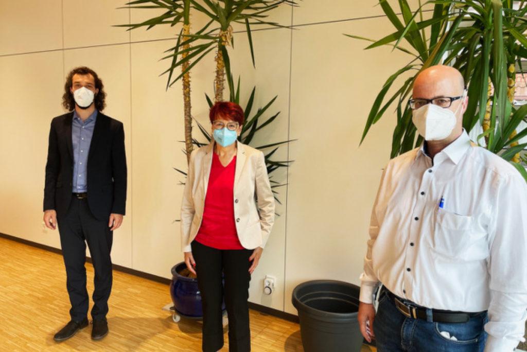 Bürgermeister Johannes Schurr, Dr. Inge Gräßle, CDU-Ortsvorsitzender und Gemeinderat Stefan Mord.